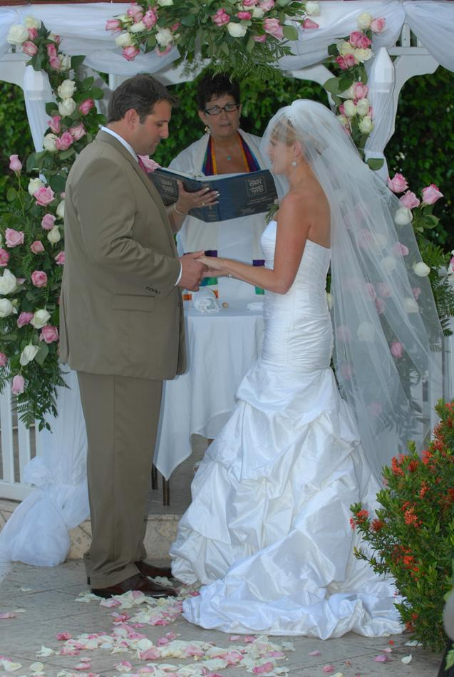 Jennifer and David exchanging vows