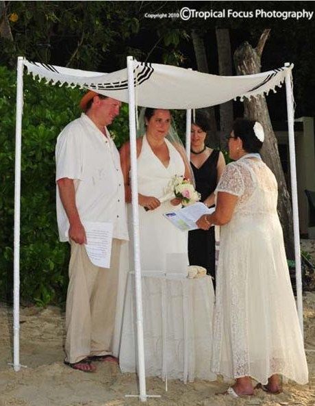 CSDBK officiating at the wedding of Tom and Susan on Cinnamon Bay in StJohn,USVI